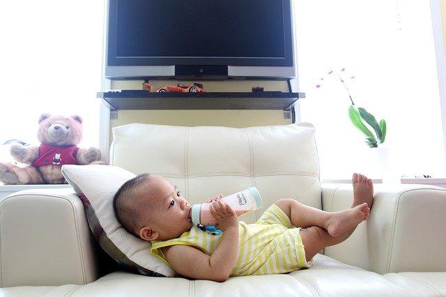 5 Tanda Bayi Tidak Cocok Sufor yang Diminumnya